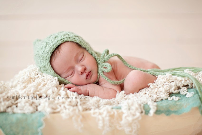 sesja zdjęciowa noworodka, fotografia niemowlęca, zdjęcia noworodków  w poznaniu, profesjonalne studio fotograficzne
