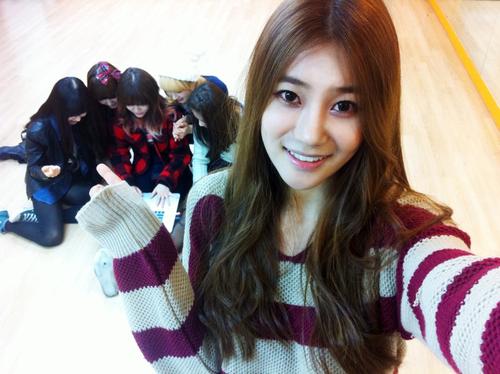 AOA Nonton Drama Seolhyun 02