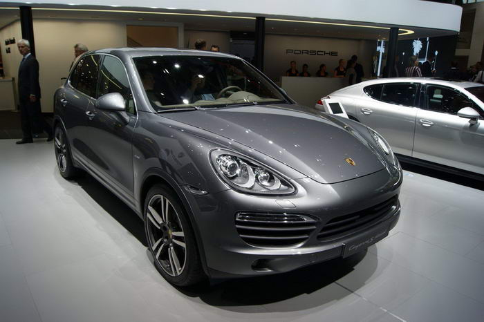 The 2014 Porsche Cayenne has again been caught in its testing phase
