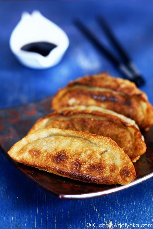 Koreańskie pierogi (mandu) z wołowiną i chińskim szczypiorem © KuchniaAzjatycka.com