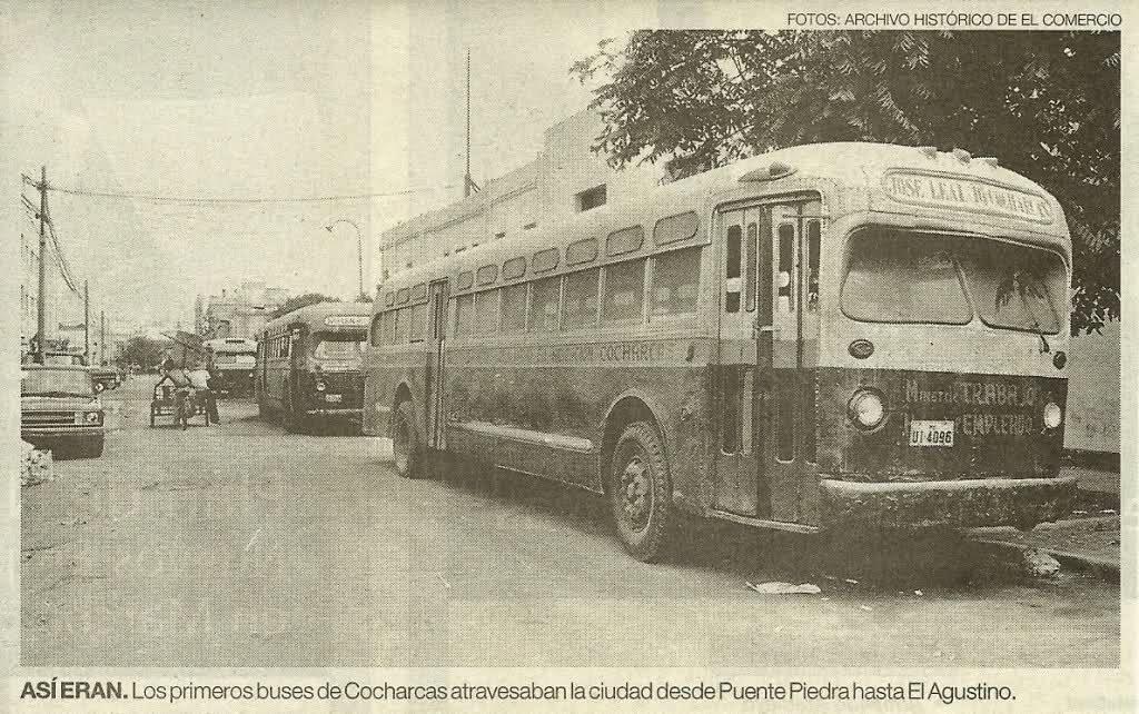 El desfile diario de vetustos autobuses por Lima