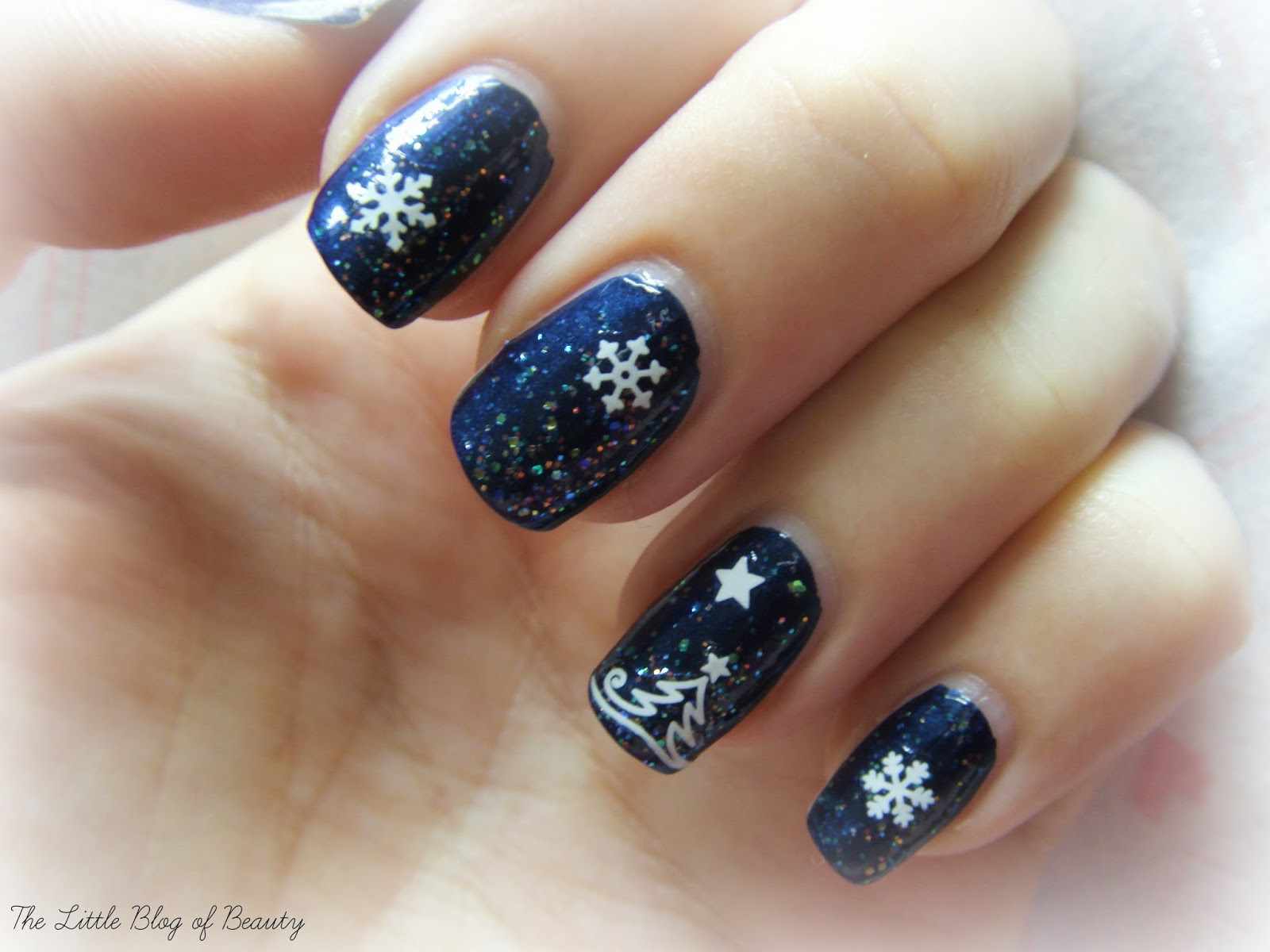 Christmas nail art - Snow globe nails night