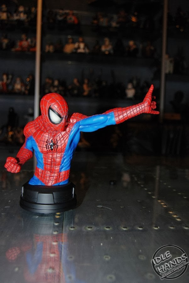 SPIDERMAN RED AND BLUE MINI BUST GENTLE GIANT Toy+Fair+2014+Gentle+Giant+Marvel+Comics+Spider-Man+Red+and+Blue+Mini+Bust+00