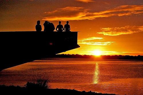 Sol dourado no horizonte
