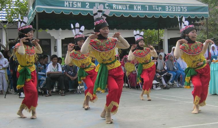 Tarian Mandau Kalimantan Tengah