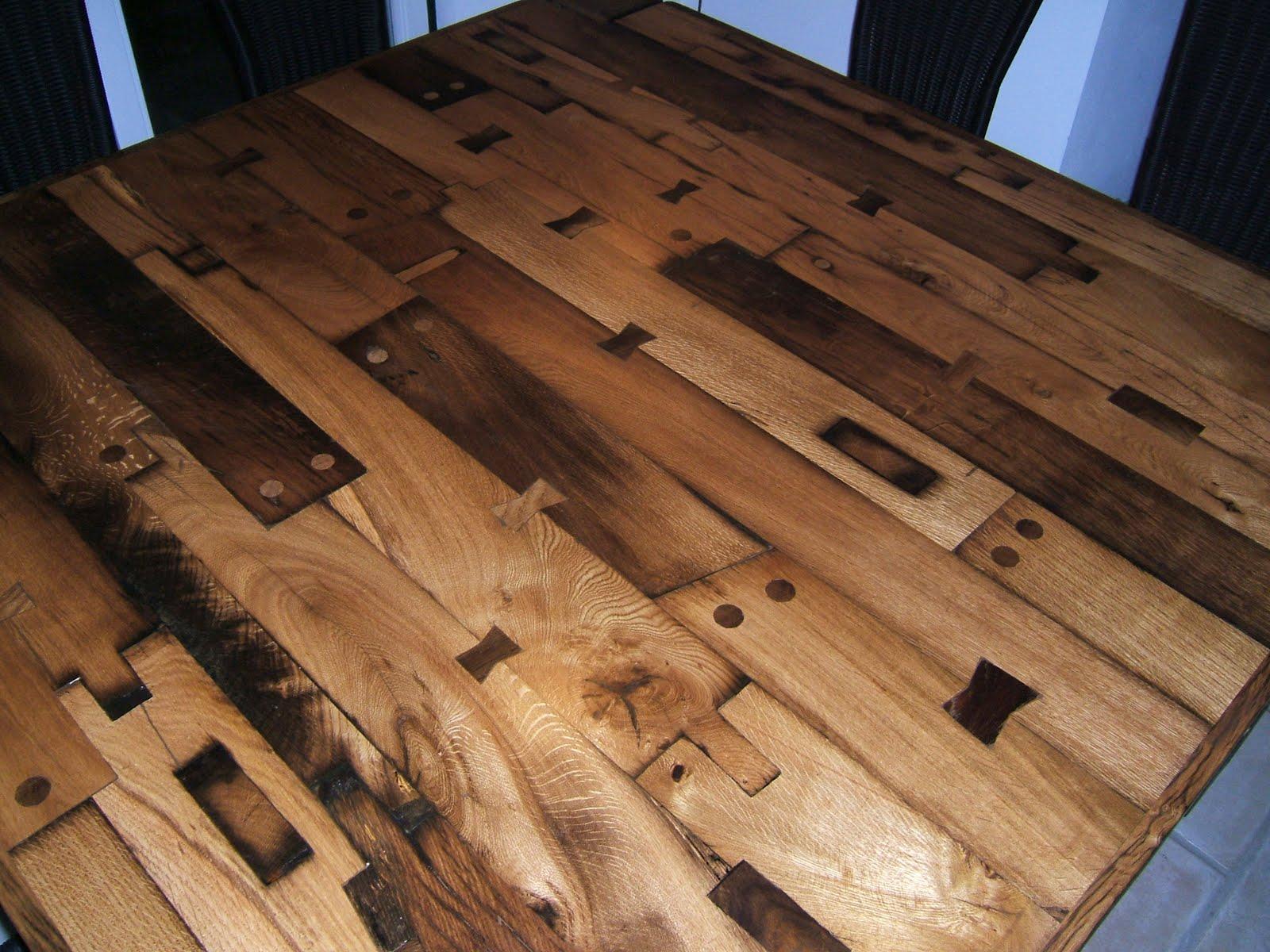 nagelalt: Tisch aus alten Eichen-Fachwerkbalken