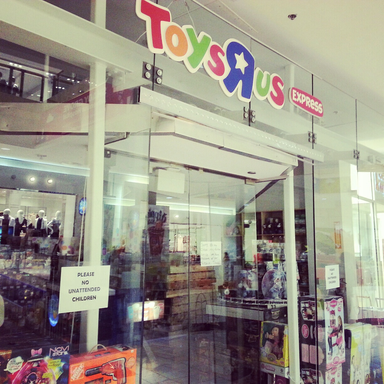 Toys R Us Mall : Robert dyer bethesda row toys r us express opens in