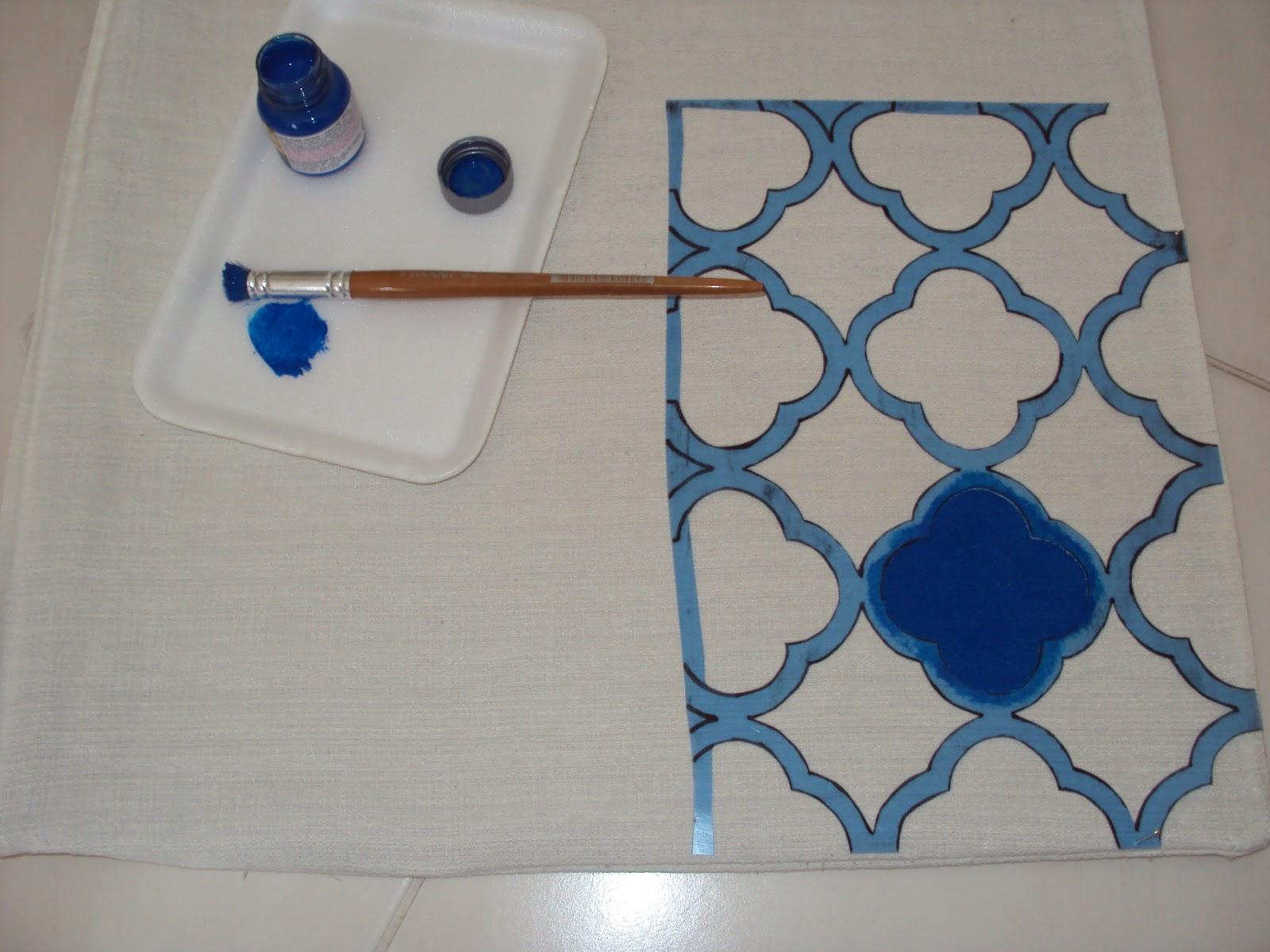 um papelão para não manchar o tecido e absorver o excesso de tinta #173561 1600x1200