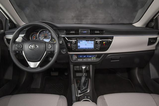 В салоне у новой Toyota Corolla 2013