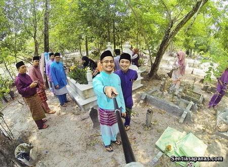 Farish Aziz Selfie atas kubur