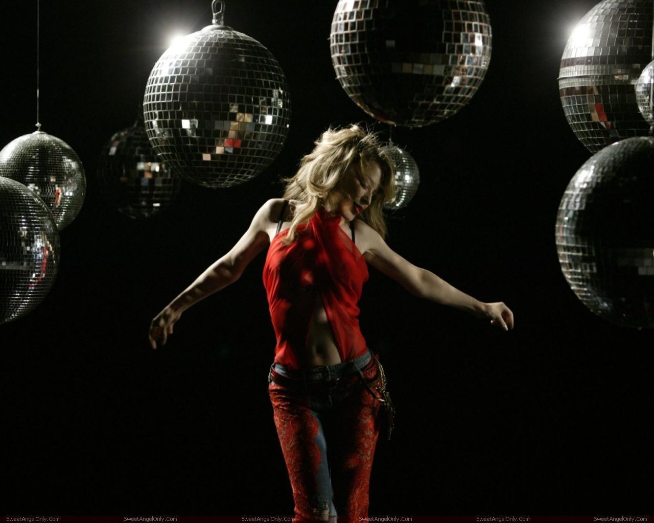 http://3.bp.blogspot.com/-nVLT1PeSxEo/TX-F-CjNZBI/AAAAAAAAFpM/OLEY2Kwbd84/s1600/kylie_minogue_hollywood_hot_actress_wallpaper_sweetangelonly_10.jpg
