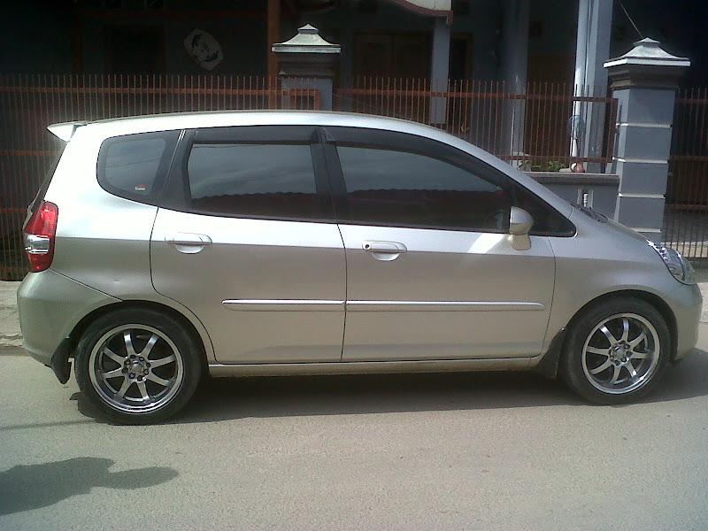 Dijual Honda Jazz Matic 2004 idsi, Gold Metalic, Posisi Mobil  title=