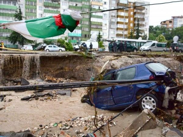 Снимки от Варна кв. Аспарухова след снощния потоп