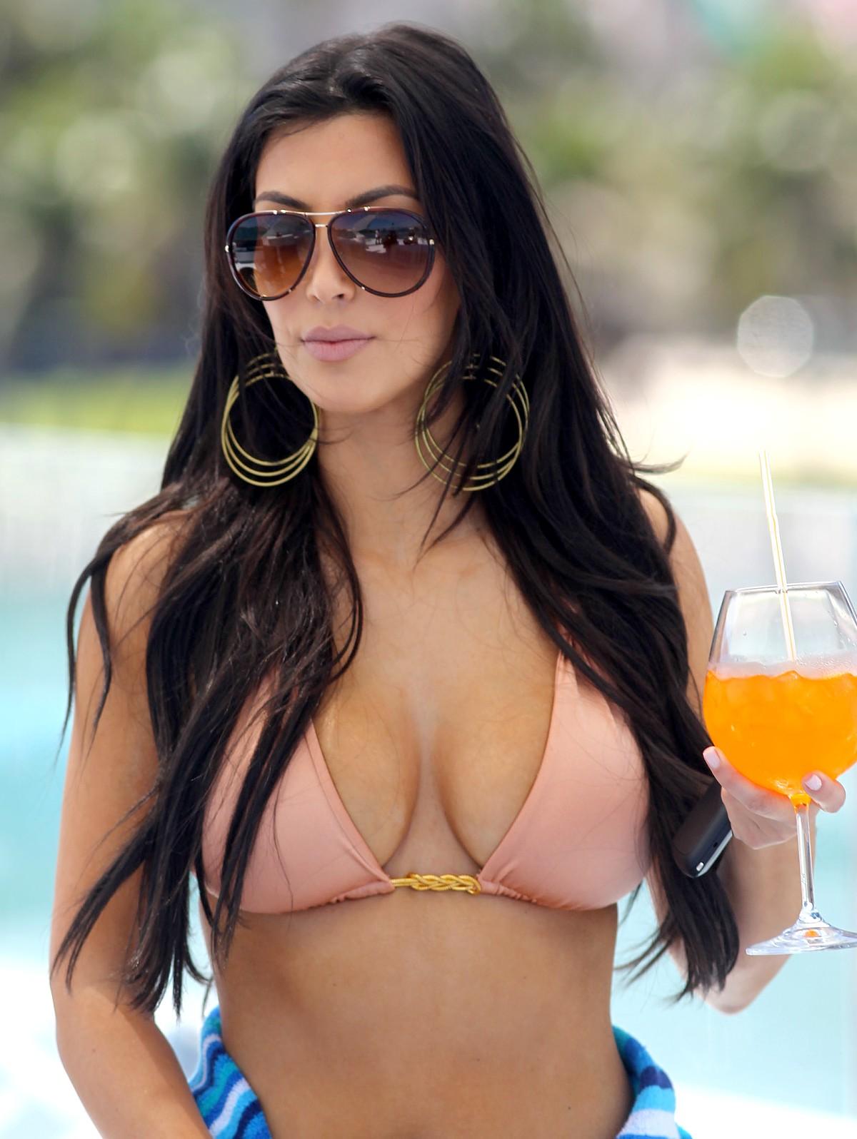 kim kardashian bikni Photo