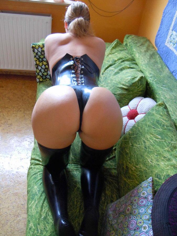 super-zhopi-v-erotich-kostyumah