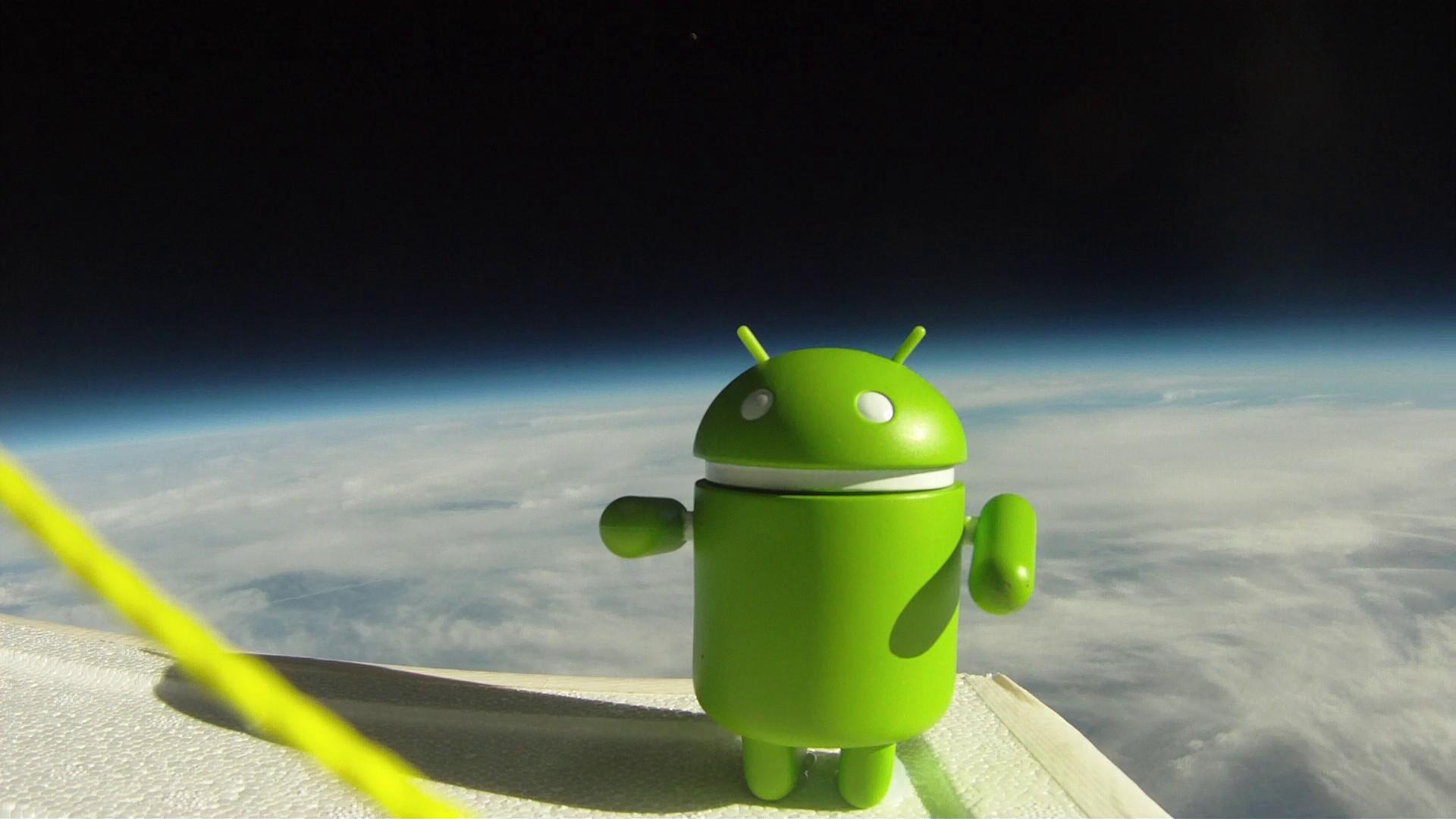 http://3.bp.blogspot.com/-nWOsmBBK1BQ/UDnfBtPEfsI/AAAAAAAAD_s/Ednz8CZLt_0/s1920/android-in-space1080.jpg