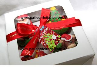 doce cupcake 3d decorado natal kit com 4 cupcakes na caixa