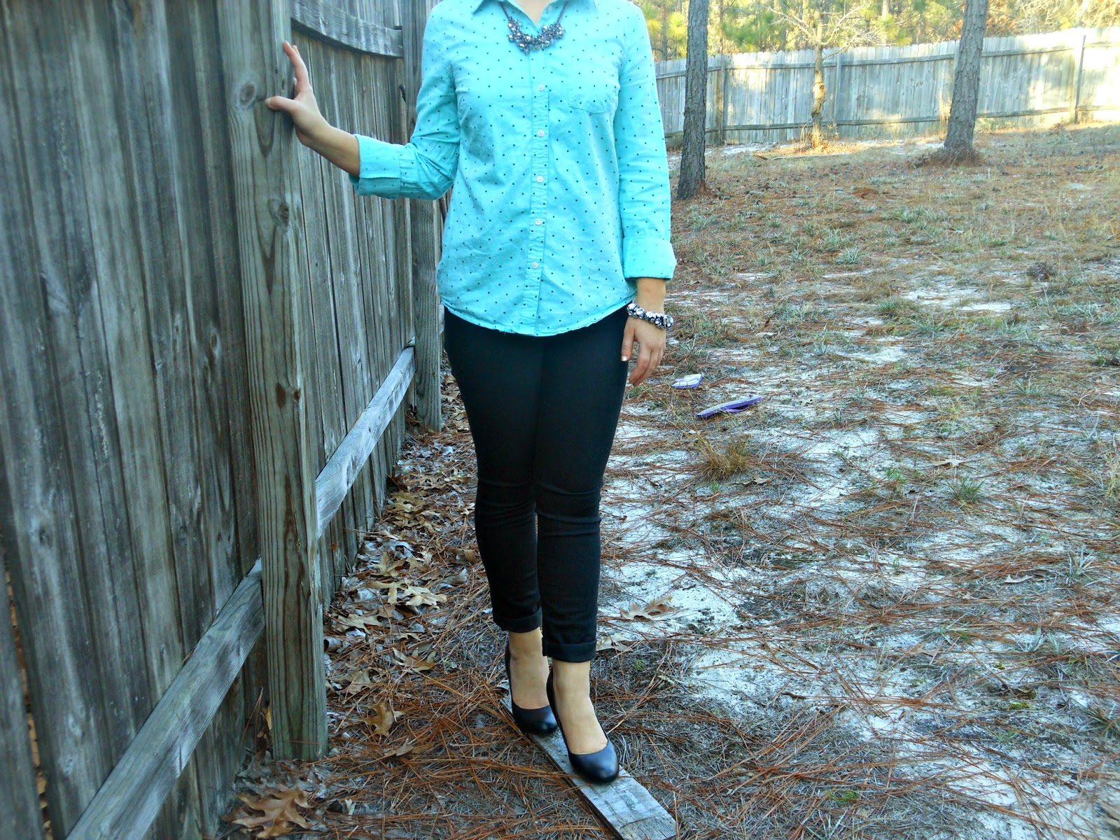 Polka Dots and Heels. polka dot button down, black skinnies, black heels, sparkly jewelry
