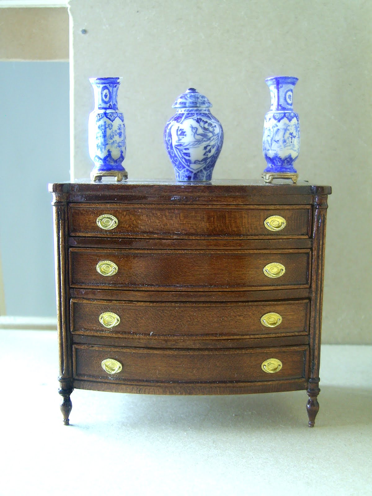 Hepplewhite cherry wood chest of drawers