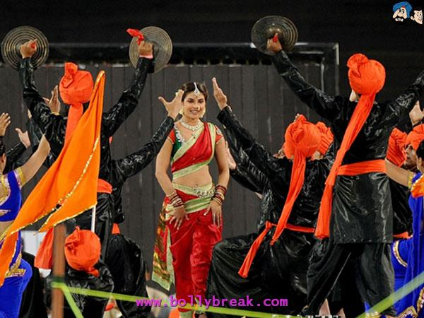 Priyanka Chopra Lavani Marathi Dress IPL Performance - Bollywood Actresses in Lavani Marathi Saree