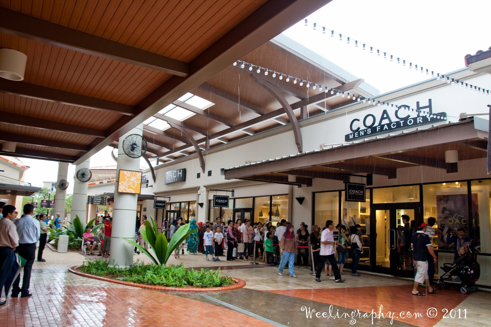 coach premium outlet tb0k  Johor Premium Outlets Coach  full with people