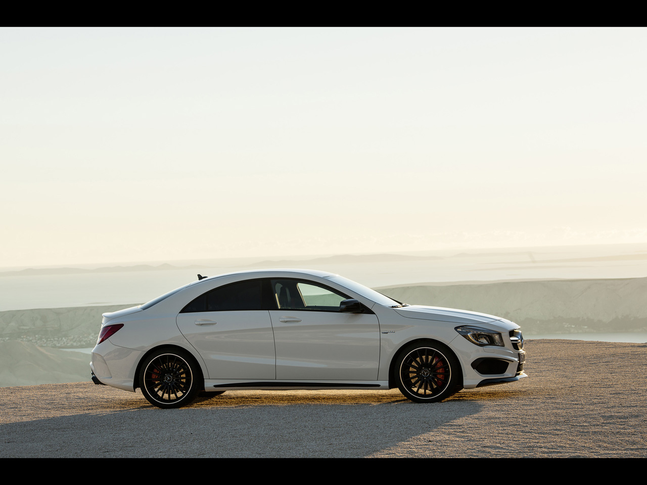 Modern cars mercedes benz cla 45 amg 2013 for Mercedes benz amg cla 45