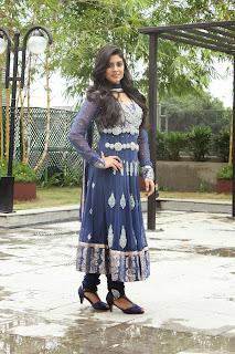 Actress Iniya Latest Picture Gallery in Slawar Kameez at Karaiyoram Movie Launch  9