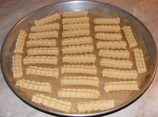 retete biscuiti, reteta biscuiti, preparare biscuiti, retete si preparate culinare biscuiti fragezi de casa cu untura de porc, cum se fac biscuitii, cum se prepara biscuitii, cum facem biscuiti de casa cu untura, retete si preparate culinare dulciuri si deserturi de casa, retete cu untura de porc,
