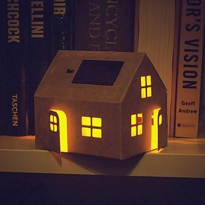 Lámpara Solar Casita de Cartón