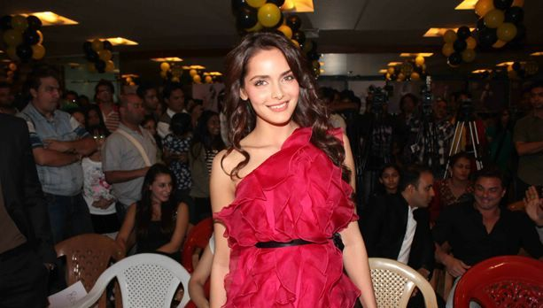 Shazahn Padamsee at Gold Gym Calendar Launch1 - Shazahn Padamsee and Prateik at Gold Gym 2012 Calendar Launch