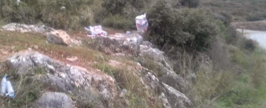 Αναγνώστης καταγγέλει: «Ξέχασαν να καθαρίσουν τα σκουπίδια από την Ανάβαση Ριτσώνας» (ΦΩΤΟ)
