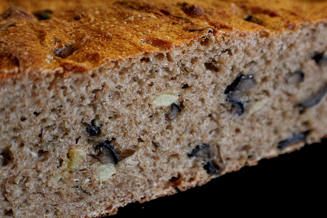 Roasted-Garlic Rosemary Rye With Olives - Scrumptious Sourdough | Po ...