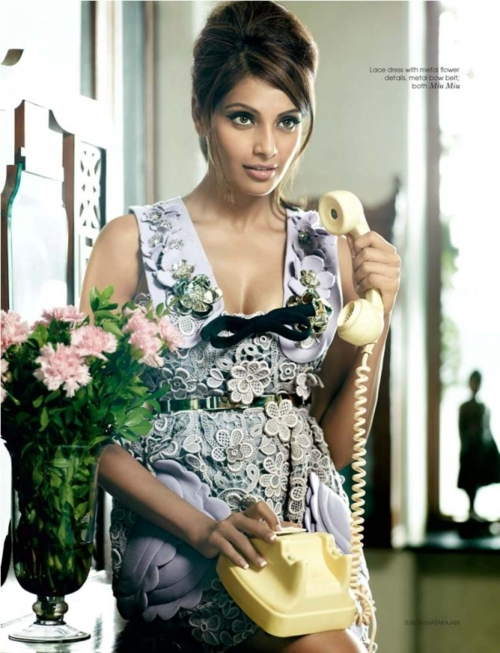 Bipasha Basu on Phone1 - Hot Bipasha Basu On Phone