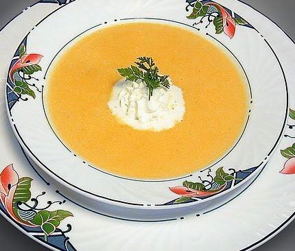 Sopa de abóbora com queijo branco e tomilho - receita de sopa com menos calorias