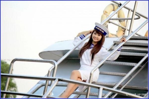 Nữ hải quân xinh tươi