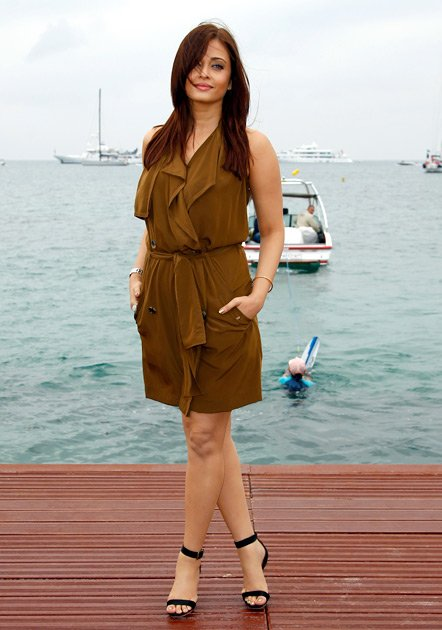 Who Has Hottest Legs In Bollywood unseen pics