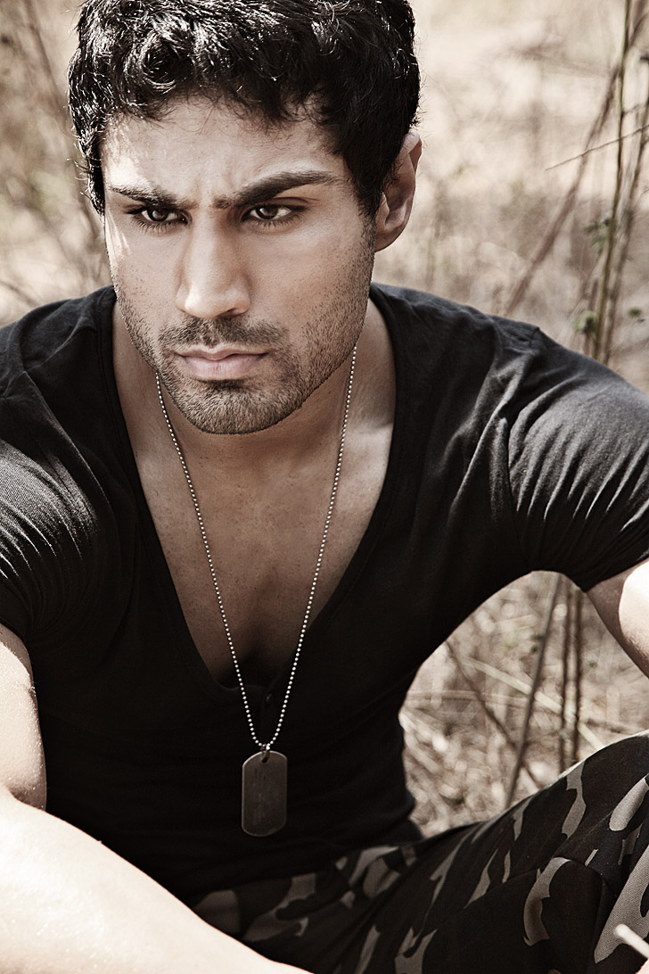 New rising Indian male model - guessing Punjabi? - with a kick-ass bod ...