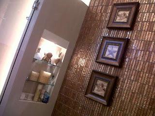 Gambar Dinding Keramik Elegan