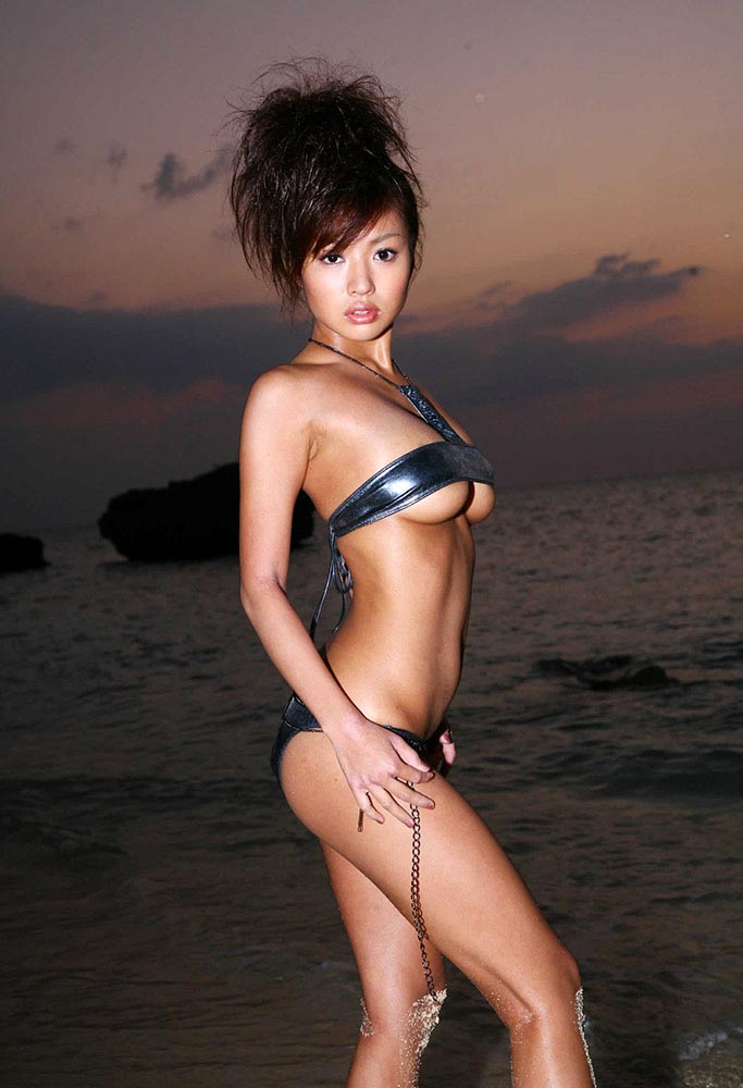 kana tsugihara hot bikini photos 04