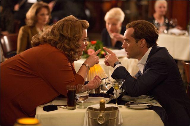 Melissa McCarthy y Jude Law en Espías