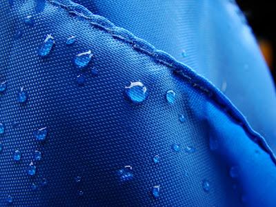 http://3.bp.blogspot.com/-n_EH4YOLTzU/TlyclqOqt6I/AAAAAAAAAgw/695CSeOLqeY/s400/drops_on_texture_desktop_wallpaper_79790.jpg