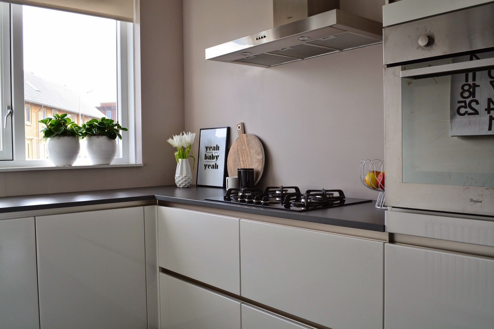 Witte Keuken Taupe Muur : Keuken Taupe Hoogglans: Keuken wit met grijs blad : vri interieur