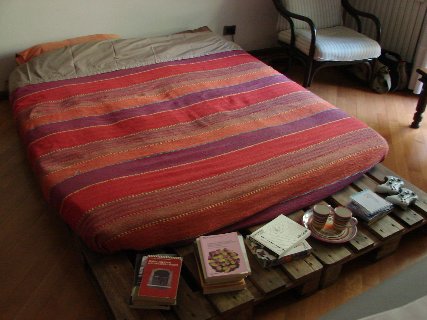 Wearecomplicated letto con pallet bancali - Letto in pallet ...