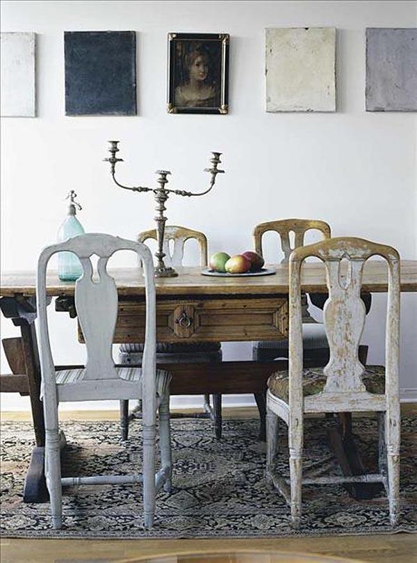 Comedor con sillas rusticas gustavianas