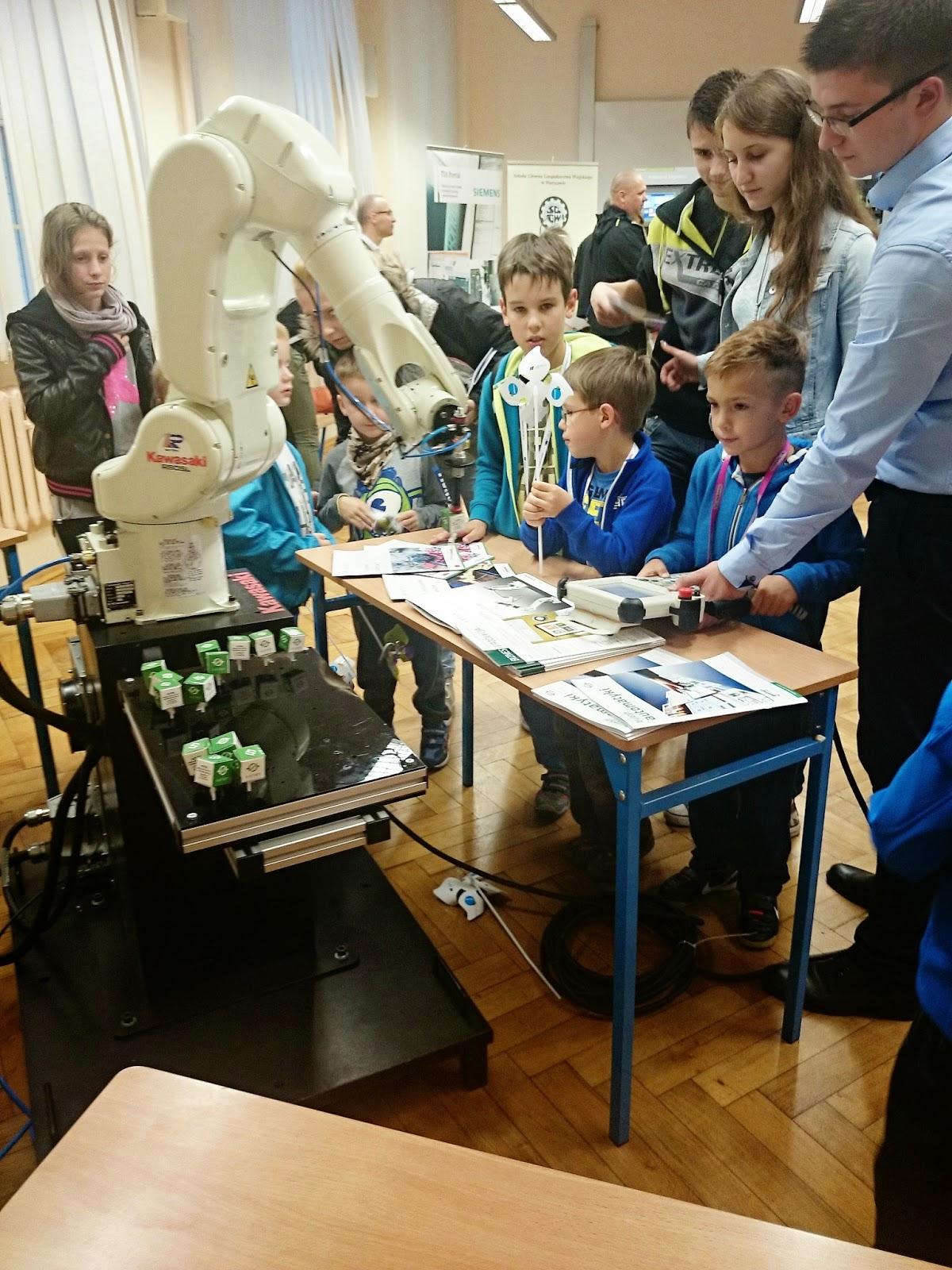 robot kawasaki,programowanie robotów,zut,szczecin,dzieci dutek,noc naukowców