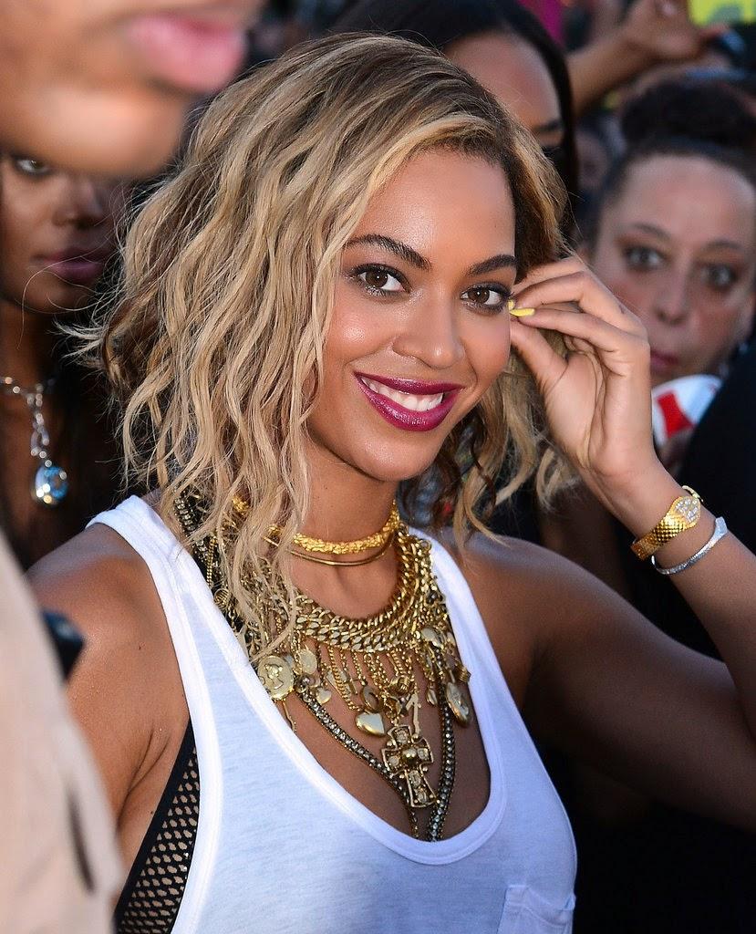 Beyonce blonde wavy bob hairstyle