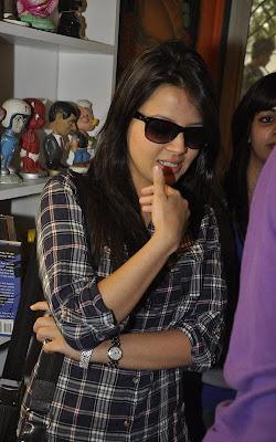 sakshi_rawat_dhoni_cute_FilmyFun.blogspot.com
