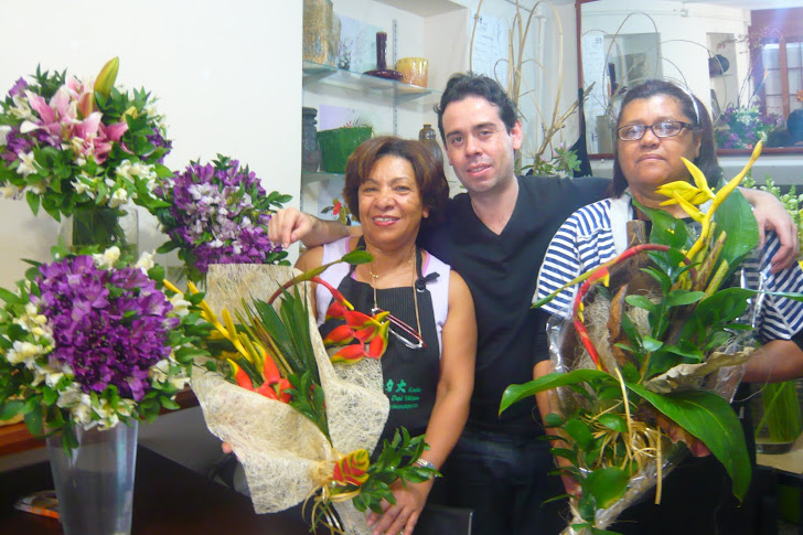 Curso de Arte Floral buques e ramalhetes com flores tropicais.