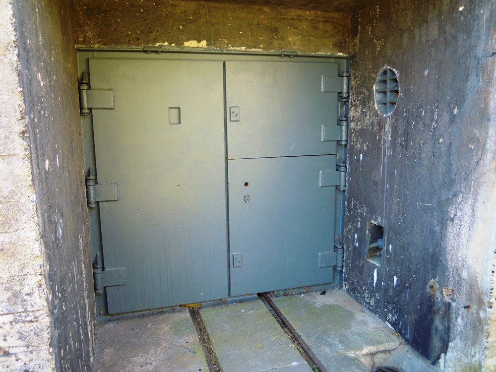 ... doors through which ammunition and cordite charges travelled \u2013 on a narrow gauge railway system \u2013 from the main storage bunker to the gun position. & Wargaming Miscellany: I have been to \u2026 the Kristiansand Cannon Museum