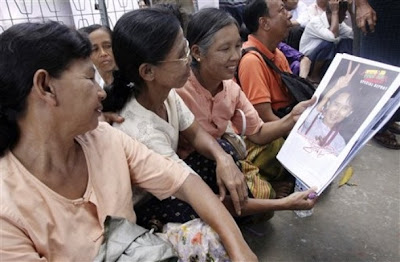 ႏုိင္ငံေရးပဲ လုပ္ လုပ္ ဇာတ္ပဲ က က ျပည္သူခ်စ္ဖို႔ လိုသည္ – Tu Maung Nyo